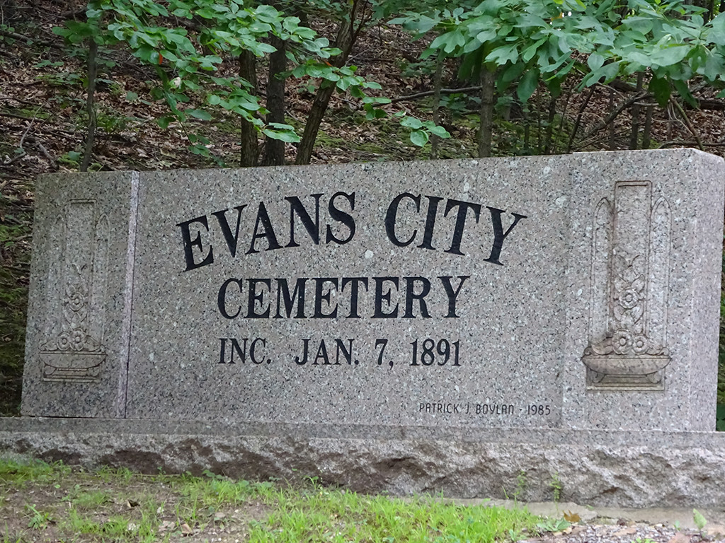 Wait a minute...a second sign? A bigger one in marble? Well OK then, if any cemetery deserves two signs, it's this one! Photo by Natalie B. Litofsky